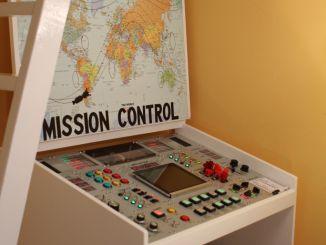 """亲爹为孩子用树莓派和Arduino做了个""""火箭控制台"""""""