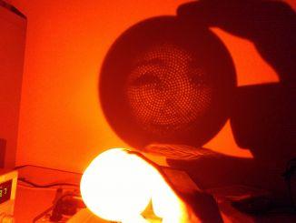 极客氛围利器:3D打印球型投影小夜灯