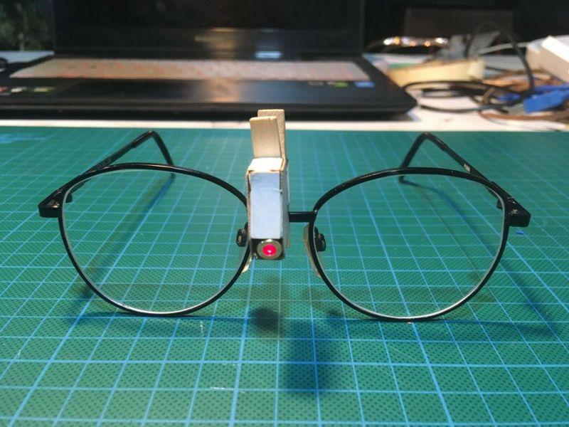 科技小制作:带激光指示的眼镜
