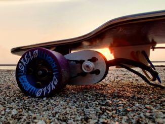 酷改装:时速40km 续航18km的电动滑板